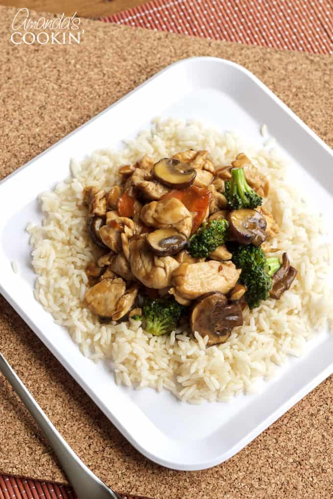 Moo Goo Gai Pan is a delicious stir fly consisting of chicken, mushrooms and vegetables.