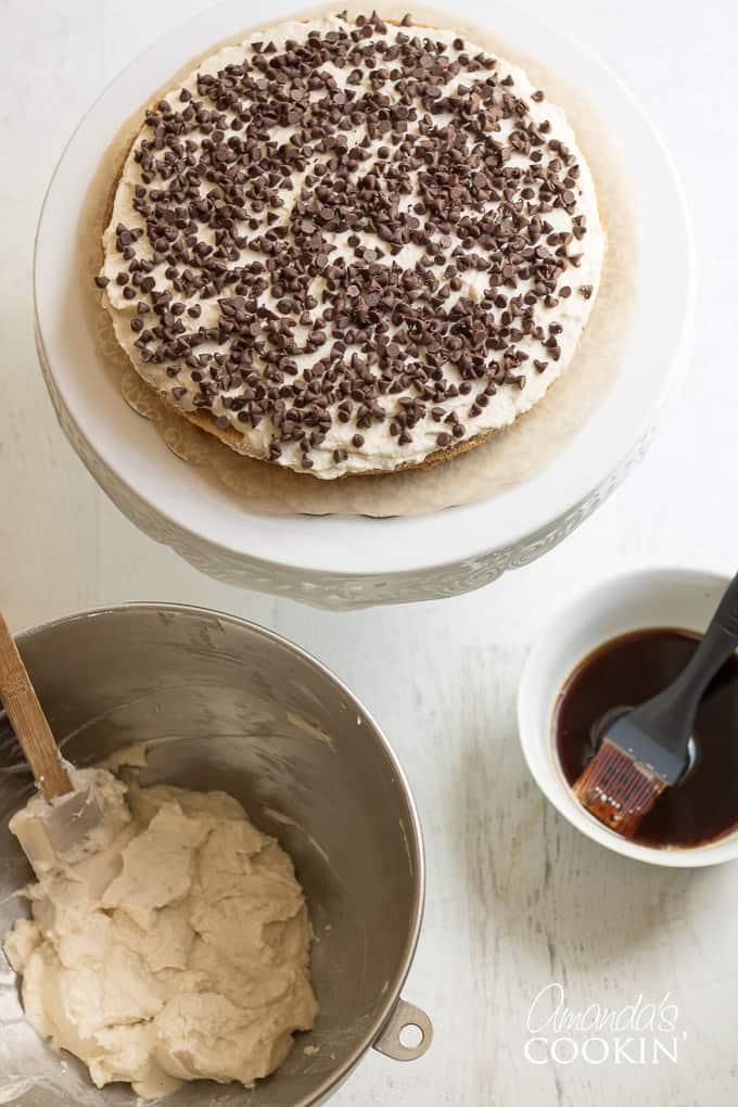 layering tiramisu cake