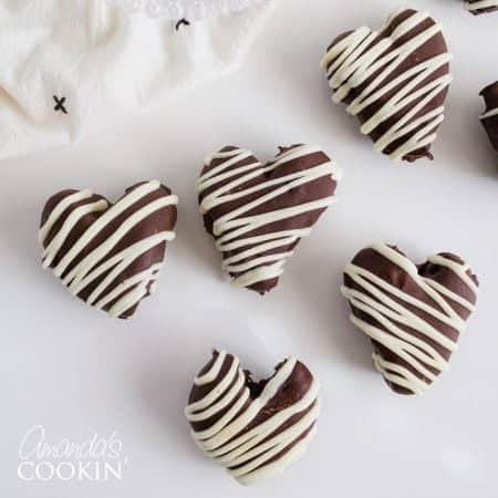 These Heart Oreo Truffles make a great heartfelt Valentine's Day treat! Suprise your sweetheart with these or make them and bring them to the office for everyone to enjoy!