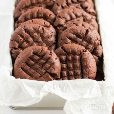 rows of chocolate peanut butter cookies