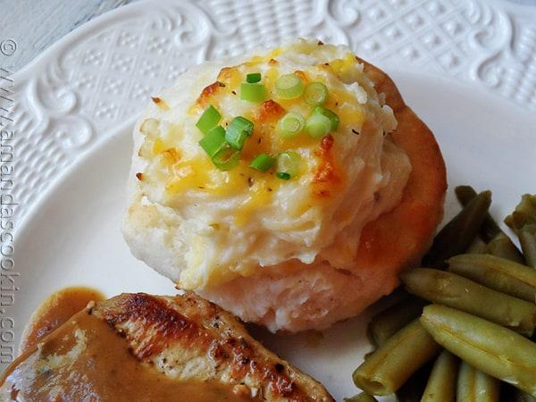 Twice Baked Potato Biscuit Bowls - AmandasCookin.com