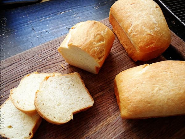 Amish White Bread Mini Loaves - AmandasCookin.com