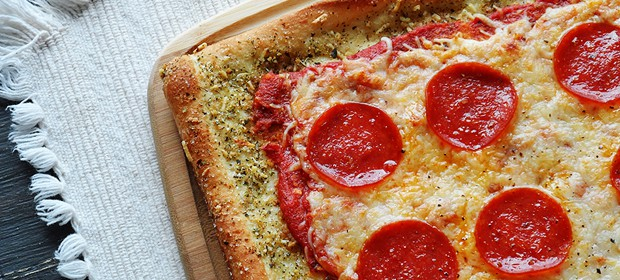 Garlic Bread Crusted Classic Pizza