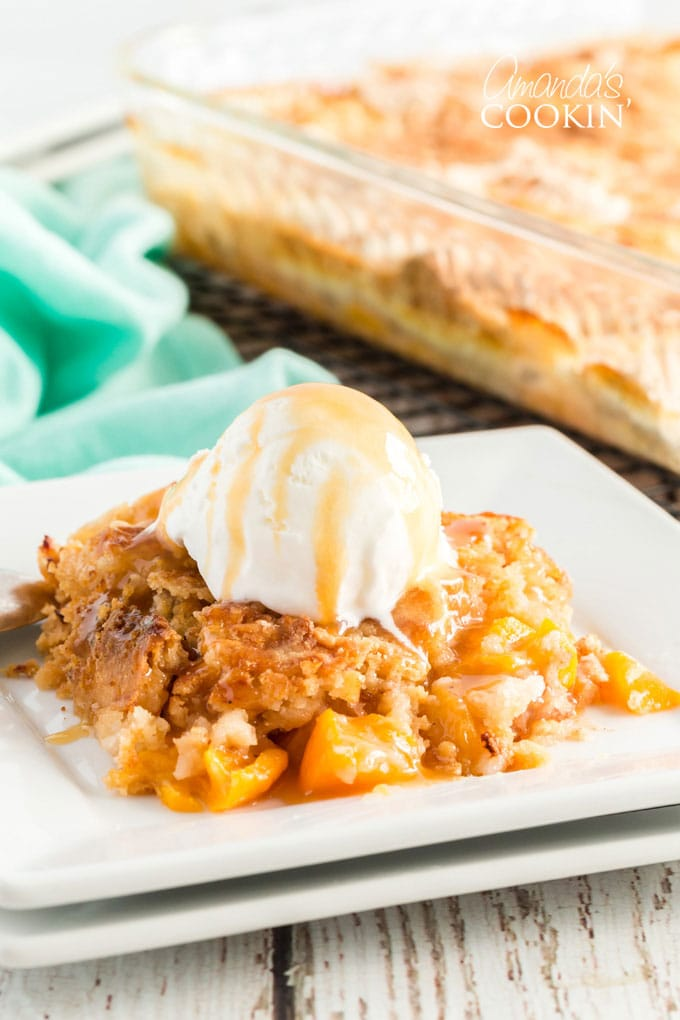 peach cobbler with ice cream and caramel