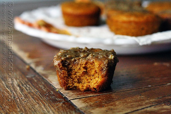 Pumpkin Mini Cakes with Cinnamon Streusel Topping from @amandaformaro Amanda's Cookin'