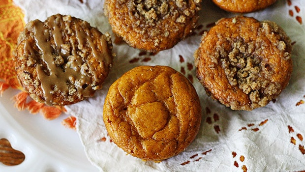 Pumpkin Mini Cakes with Cinnamon Streusel Topping