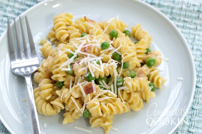 plate of rotini and cheese