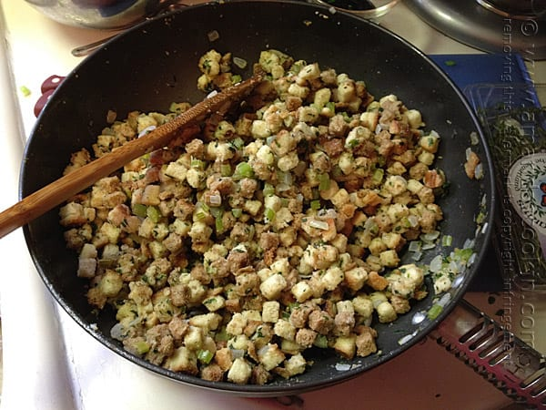 Stuffing with Parsley, Sage, Rosemary and Thyme @amandaformaro Amanda's Cookin'