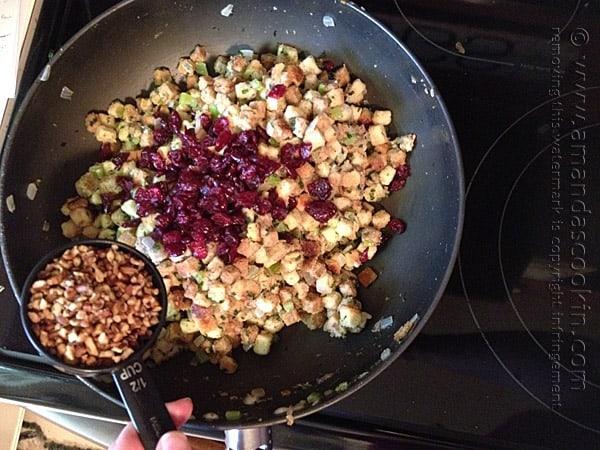 Stuffing with Parsley, Sage, Rosemary and Thyme @amandaformaro Amanda's Cookin'