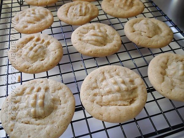 Hershey Drop Stuffed Peanut Butter Cookies @amandaformaro Amanda's Cookin'