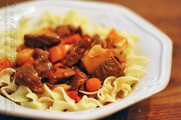 Slow Cooker Hungarian Goulash & Noodles @amandaformaro Amanda's Cookin'