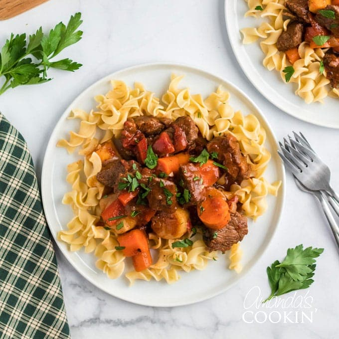 Slow Cooker Hungarian Goulash Noodles Amanda S Cookin