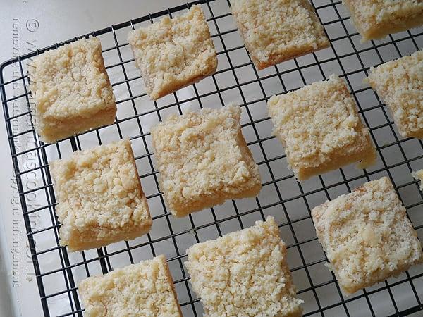 Lemon Streusel Squares @amandaformaro Amanda's Cookin'