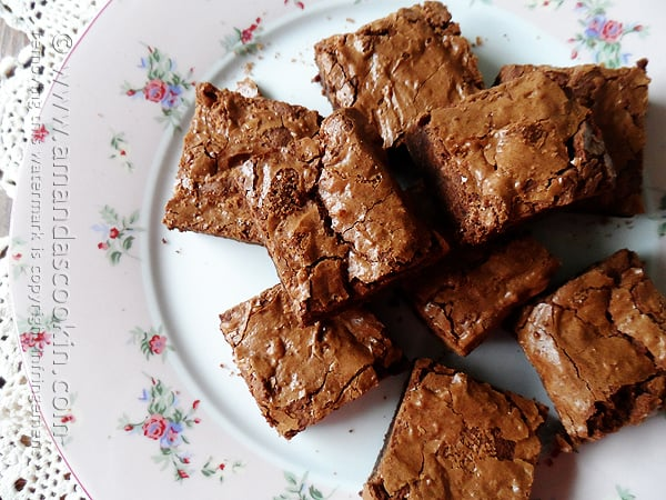 Fudgy Blender Brownies from Amanda's Cookin' @amandaformaro