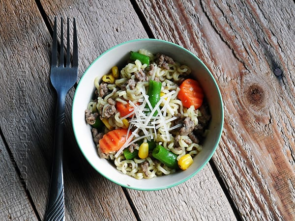 Recipe for super easy, quick and frugal dinner! Ramen Noodle & Beef Skillet - Amanda's Cookin' @amandaformaro