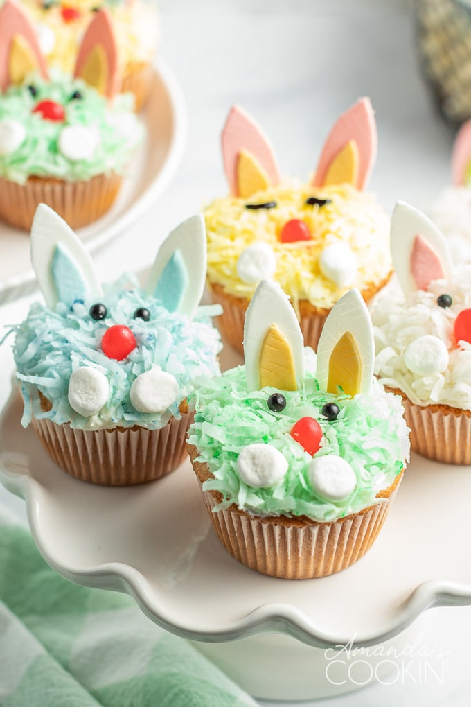 plate of bunny rabbit cucpakes
