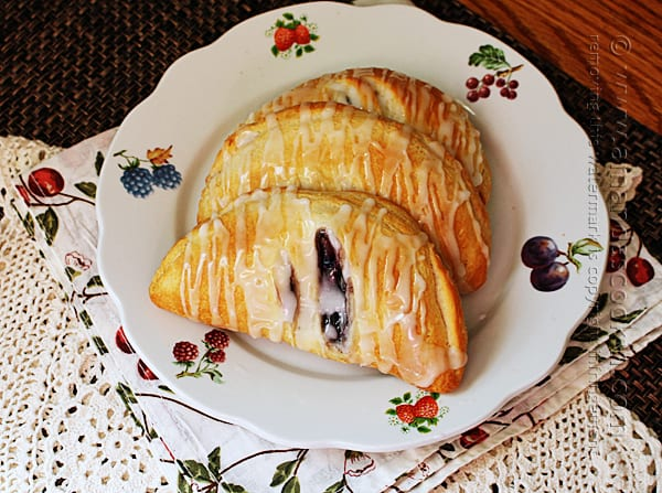Recipes with less than 5 ingredients: 4 Ingredient Blueberry Hand Pies by Amanda Formaro of Amanda's Cookin'