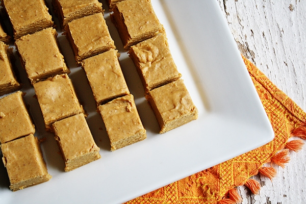 All the flavors you expect from a fall dessert, in fudge form with this Easy Pumpkin Pie Fudge!