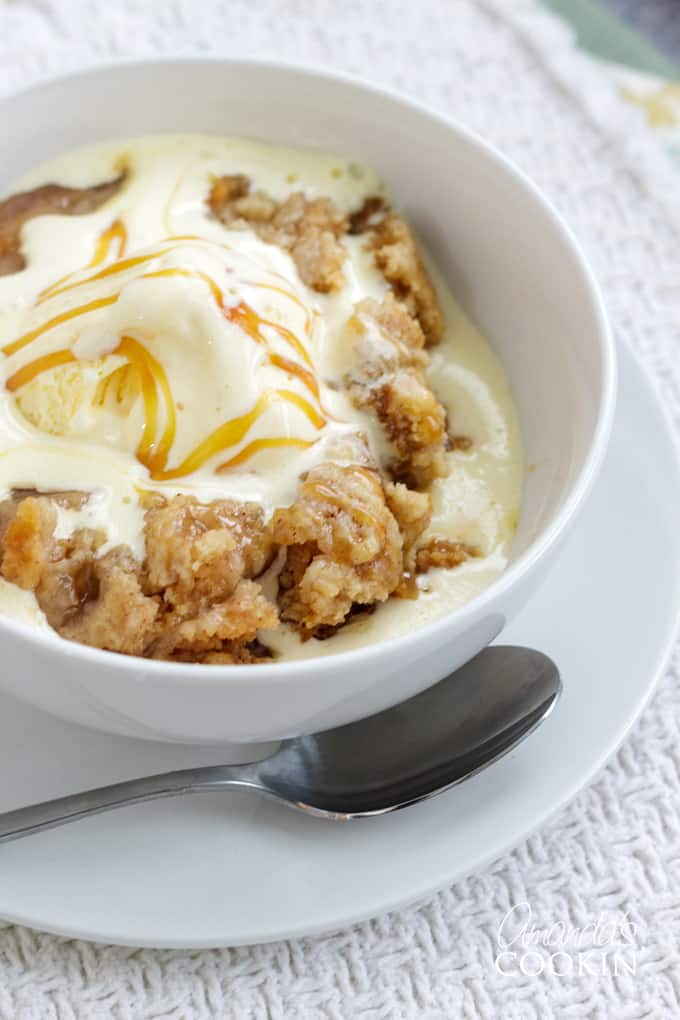 apple cobbler with ice cream