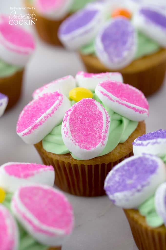 Cake Decorating Marshmallow Flowers : Marshmallow Flower Cupcakes: flower cupcake recipe