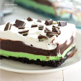 Indulge with this smooth and creamy one-pan Mint Chocolate Lasagna. It's the perfect no bake dessert to bring to a potluck or holiday gathering!