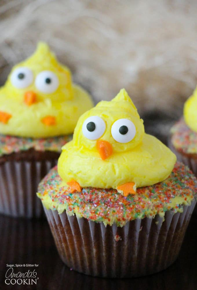 These cute Easter Chick Cupcakes are a fun little design that you can finish in seconds. They're easy enough where just about anyone can make their very own adorable Easter chick cupcakes, and wow a crowd!