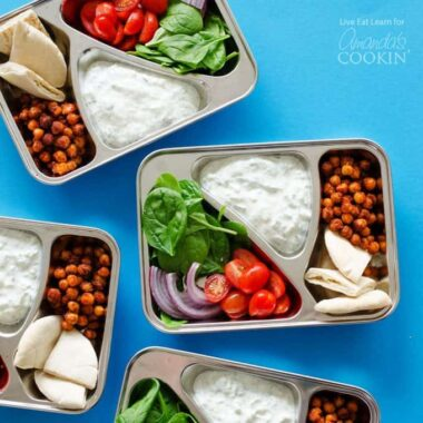 Ditch the boring sandwiches and make yourself something seriously delicious for lunch with these Chickpea Gyro Lunch Boxes!