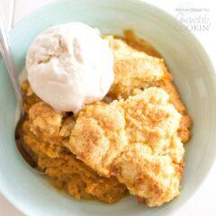 A bowl of pumpkin cobbler