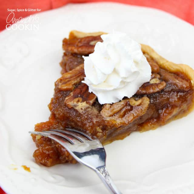 Pecan Pie: homemade pecan pie that takes only 15 minutes to prep!