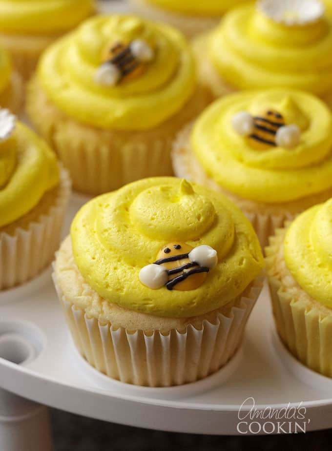 These adorable bee cupcake toppers are made from candy melts! So cute, learn how!