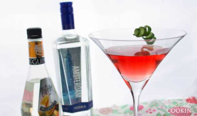 Cosmopolitan Cocktail: the perfect fruity and tart cocktail