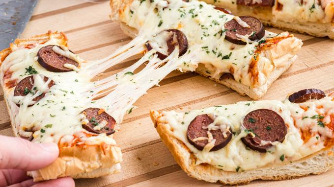French Bread Pizza Recipe - Amanda's Cookin' - Sandwiches