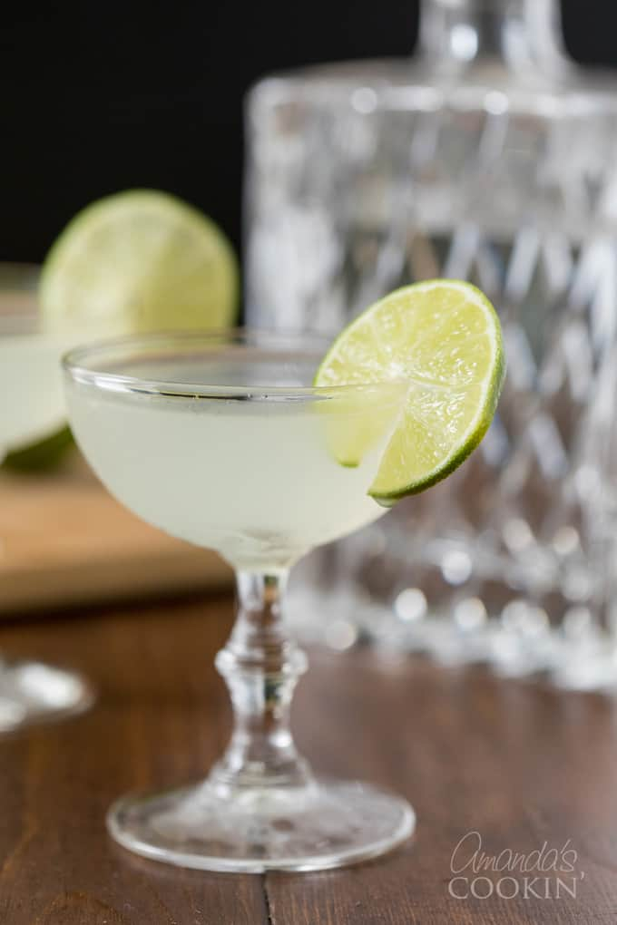 Coupe glass with Gimlet cocktail garnished with wheel of lime