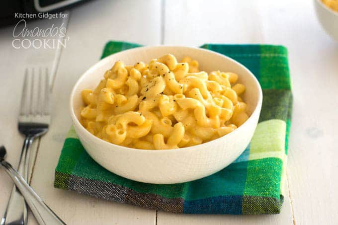 bowl of crockpot mac and cheese