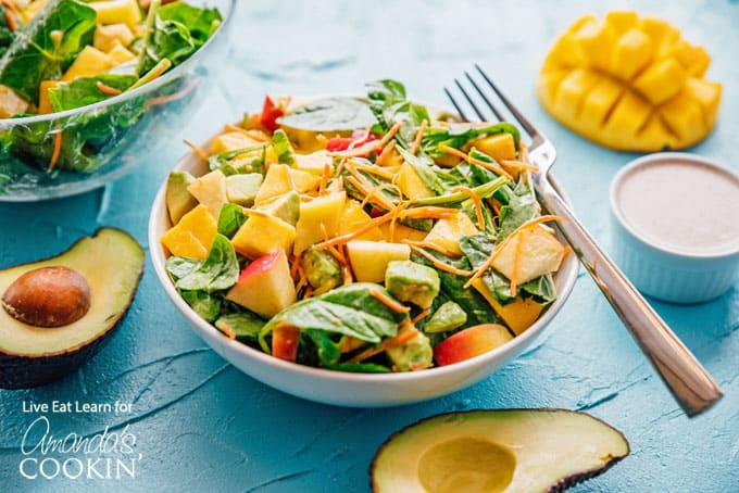 spinach salad with mango and apples