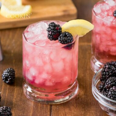 glass of a bramble drink