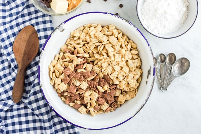 bowl of chex cereals