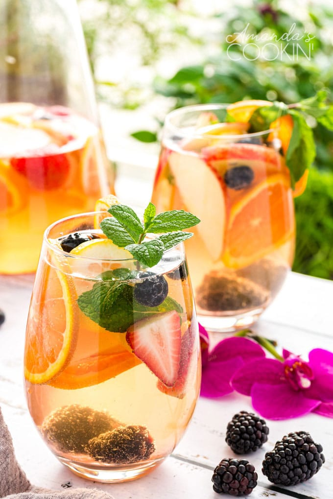 glass of white sangria