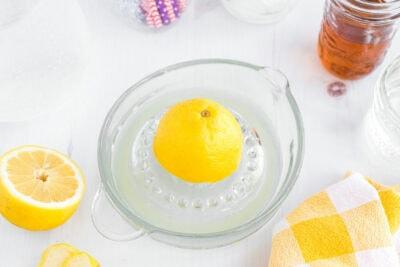 juicing a lemon on citrus juicer