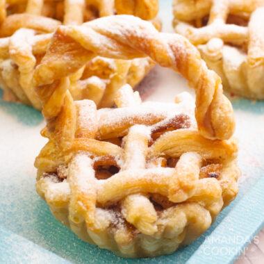 mini apple pie close up