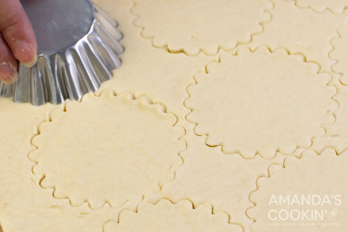 cutting circles from pie dough