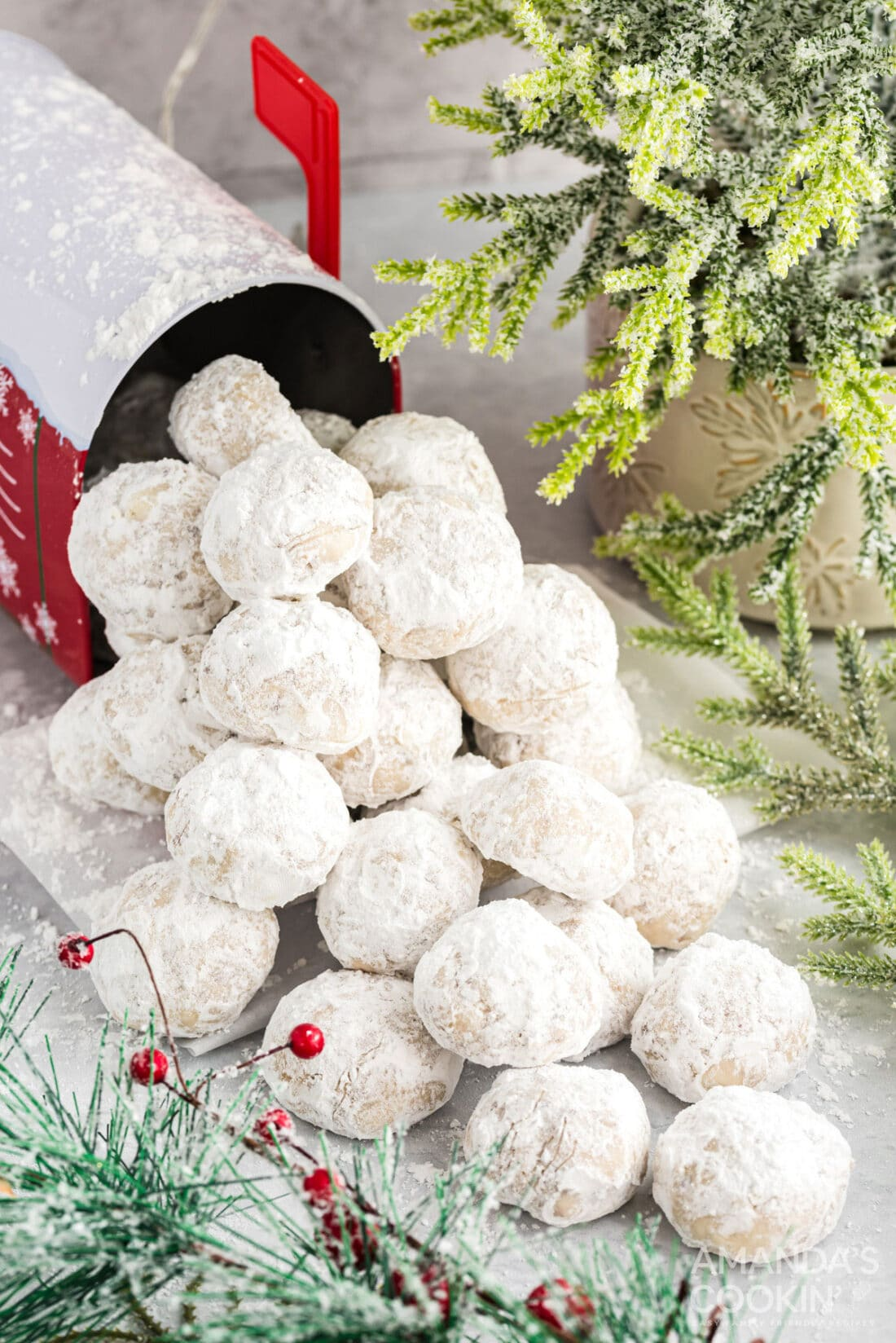 pile of snowball cookies