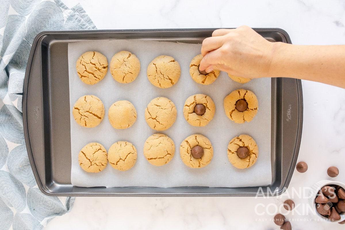 adding hershey kiss to cookie