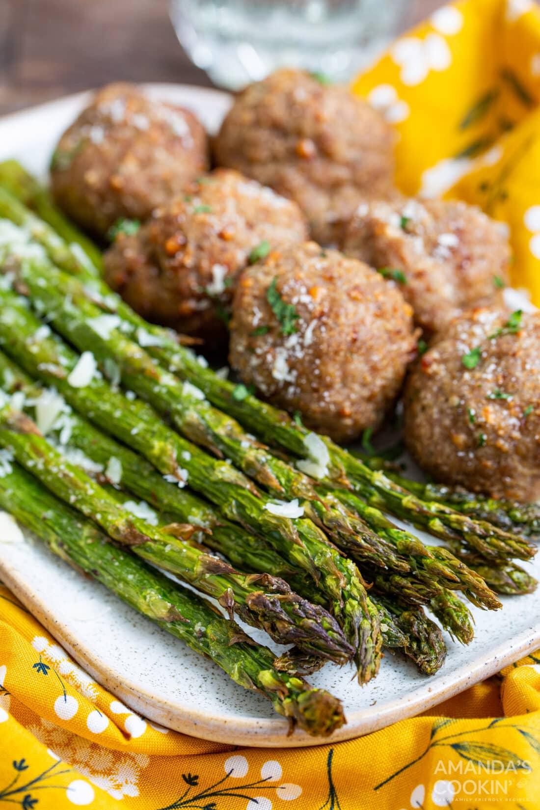 Air Fryer Asparagus with meatballs