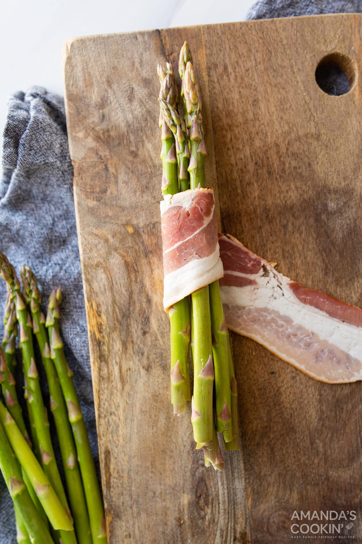bacon wrapped around asparagus spears