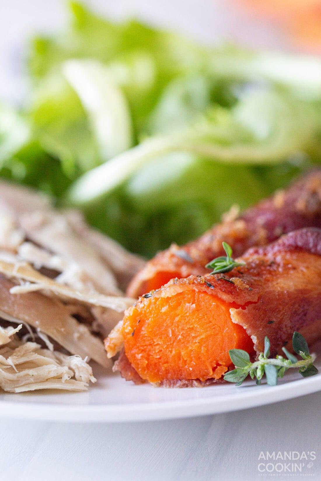 sliced carrot on plate