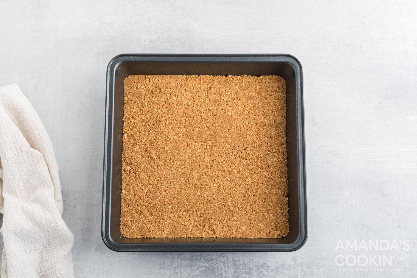 crumb crust in pan