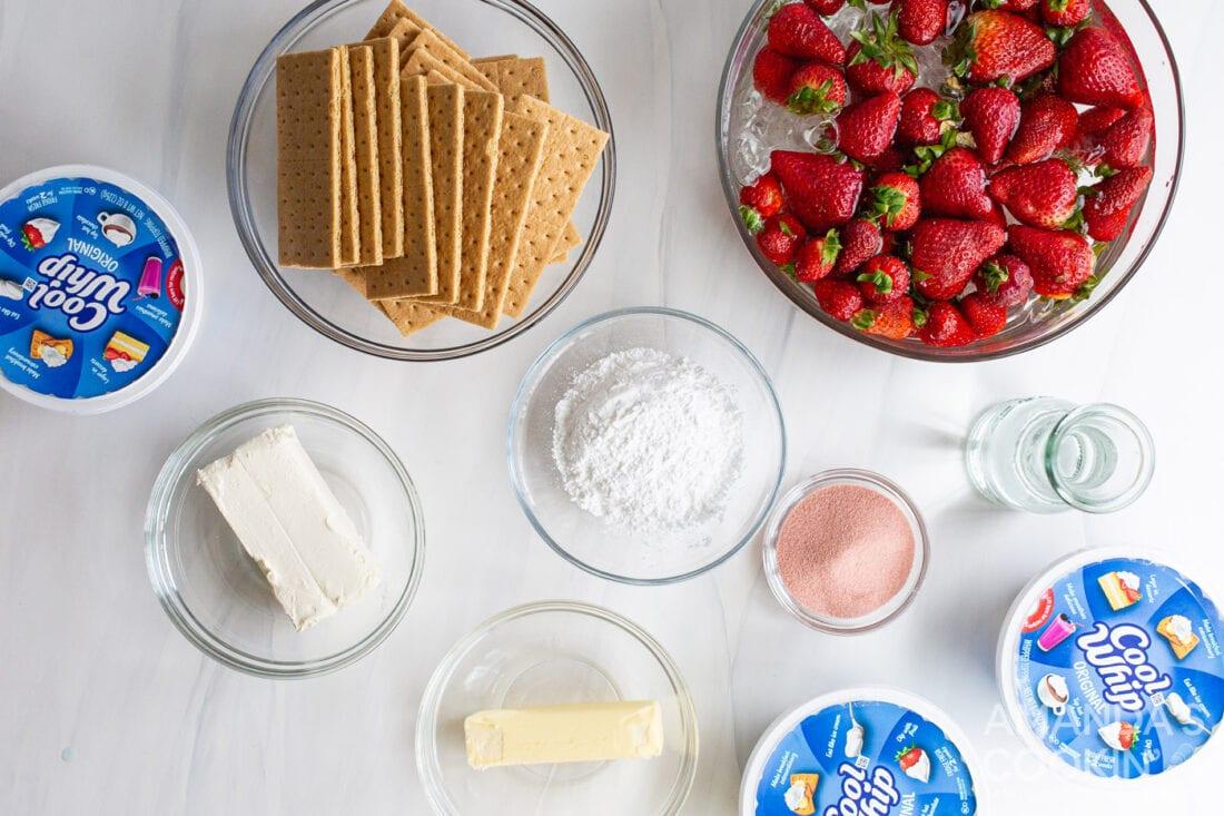 ingredients needed to make Strawberry Lasagna dessert