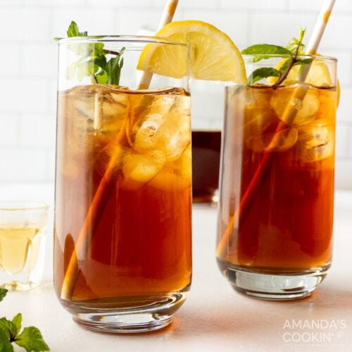 2 glasses of iced tea cocktail
