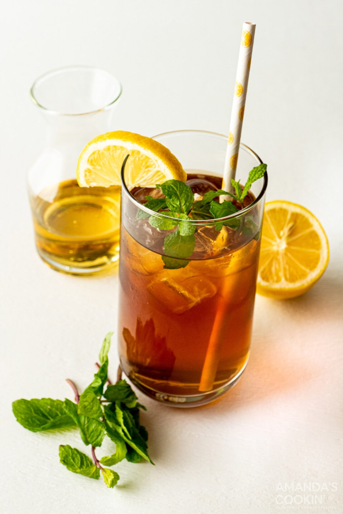 glass of iced tea cocktail